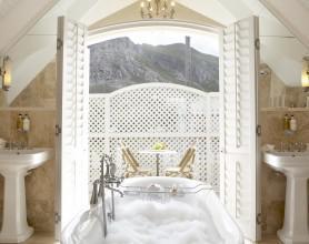 Birkenhead House Room 11 Bathroom2