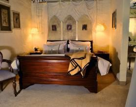 Cleo room 1 bed