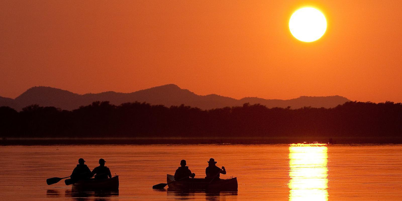 Canoeing and sunset at Chiawa Camp
