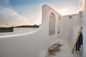 Beautifully styled outside shower at Santorini Mozambique