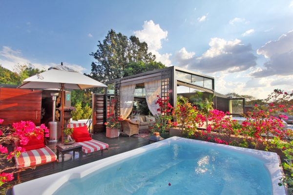 Outside - pool area - The Residence Johannesburg