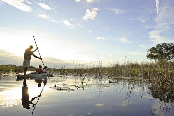 Moving along the Delta in a mokoro in slowmotion